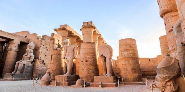 statue-pharaoh-luxor-temple-egypt