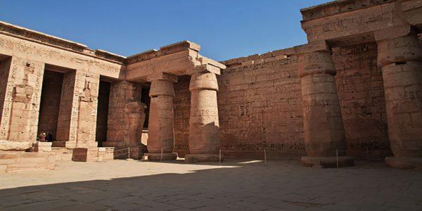 temple-medinet-habu-luxor-egypt_134785-701